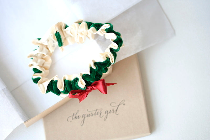 green-red-wedding-garter-the-garter-girl
