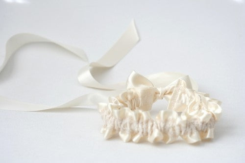 ivory-lace-wedding-garter-The-Garter-Girl-1