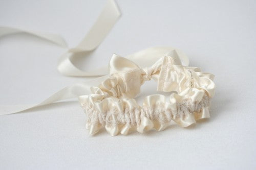 ivory-lace-wedding-garter-The-Garter-Girl-5