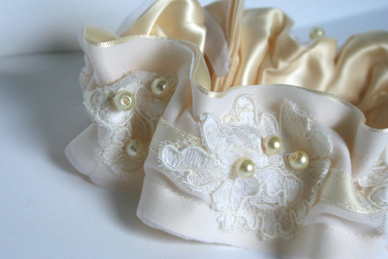 lace-and-pearl-wedding-garter
