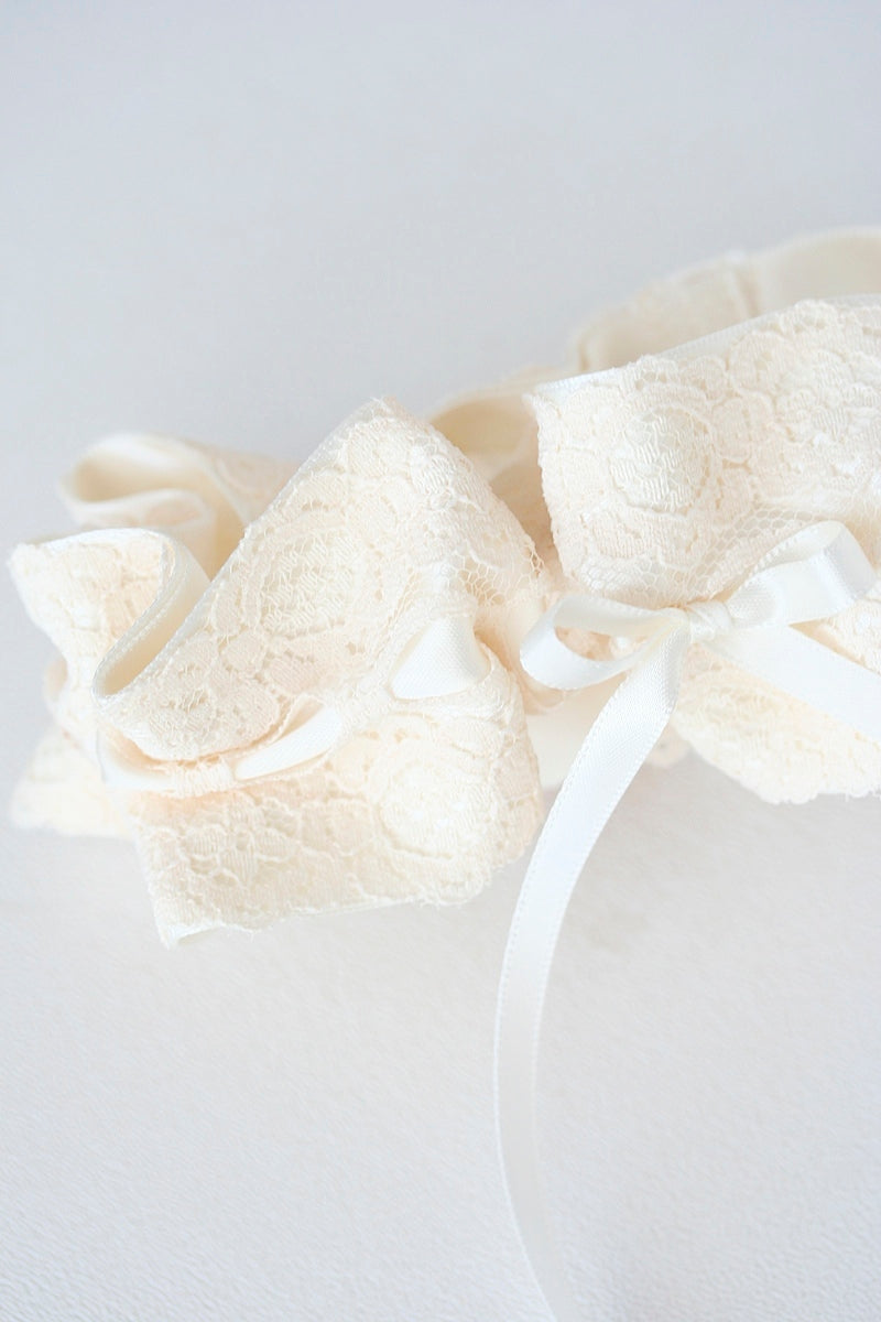 ivory lace wedding garter with bow