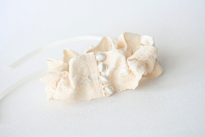 ivory lace wedding garter with buttons
