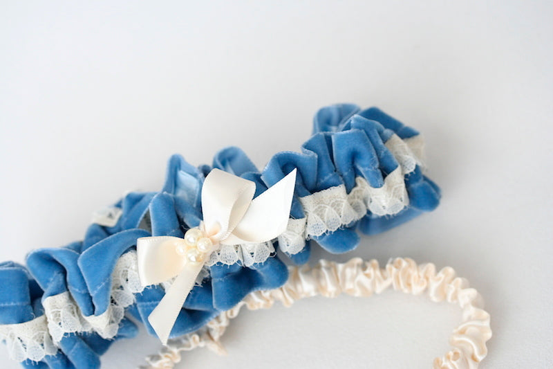 pearls-blue-velvet-wedding-garter-set-The-Garter-Girl