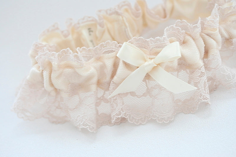 pretty-lace-wedding-garter-The-Garter-Girl-5