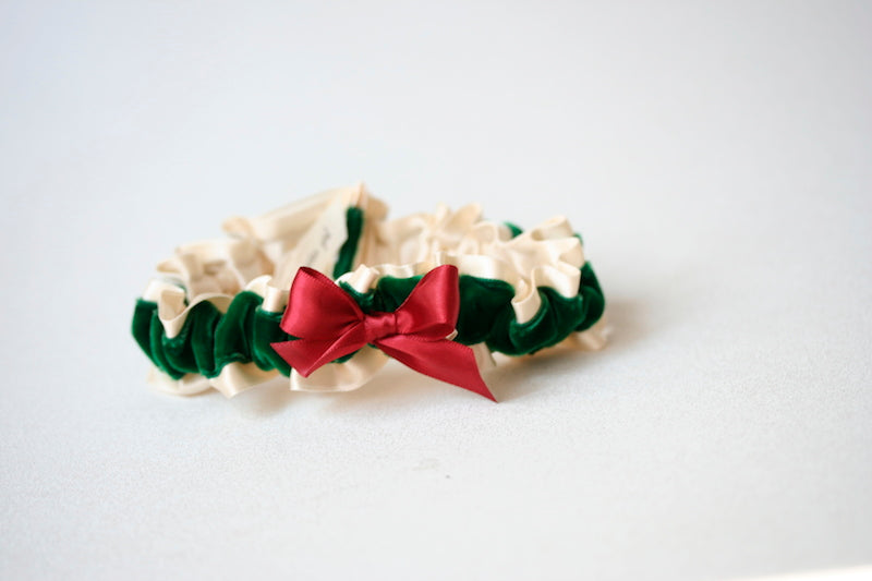 red-green-wedding-garter-the-garter-girl