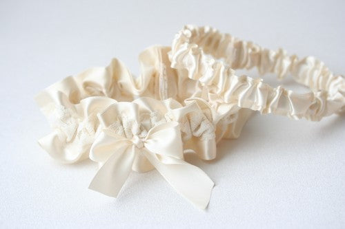 simple-ivory-lace-bridal-garter-The-Garter-Girl