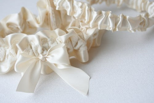 simple-ivory-lace-bridal-garter-The-Garter-Girl1