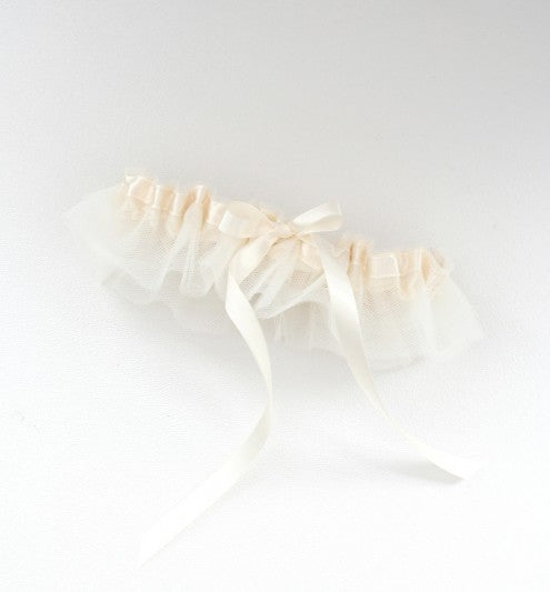 tulle-skirt-wedding-garter-The-Garter-Girl