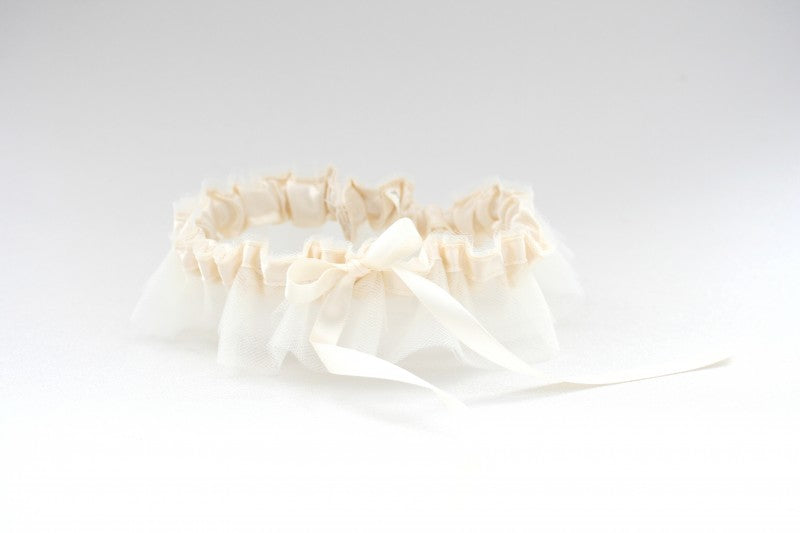 tulle-skirt-wedding-garter-The-Garter-Girl1