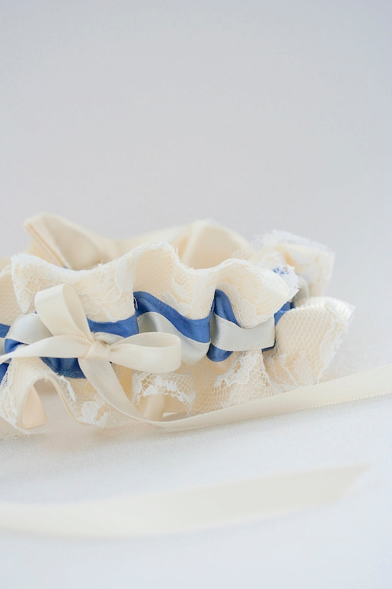 vintage-lace-wedding-garter-the-garter-girl