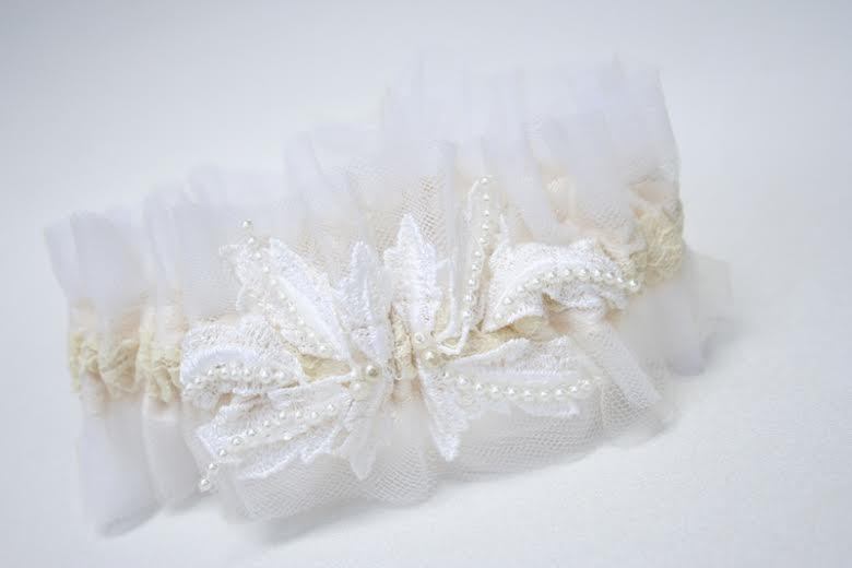 wedding-garter-mother-dress-lace-The-Garter-Girl