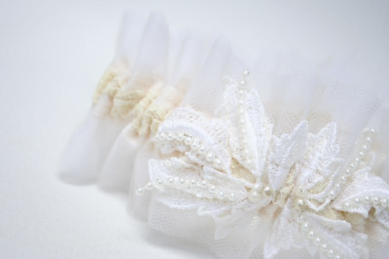 wedding-garter-vintage-lace-The-Garter-Girl