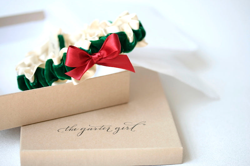 xmas-wedding-garter-the-garter-girl