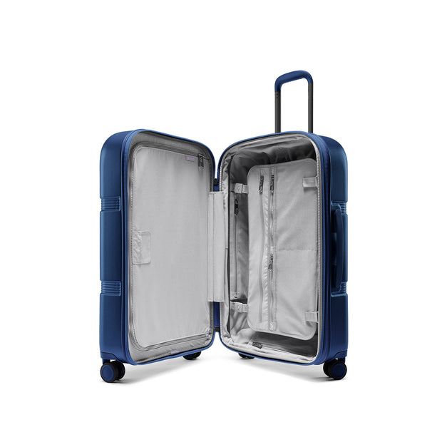 Speck Travel 26-inch Upright - Macaw Blue - Inside View