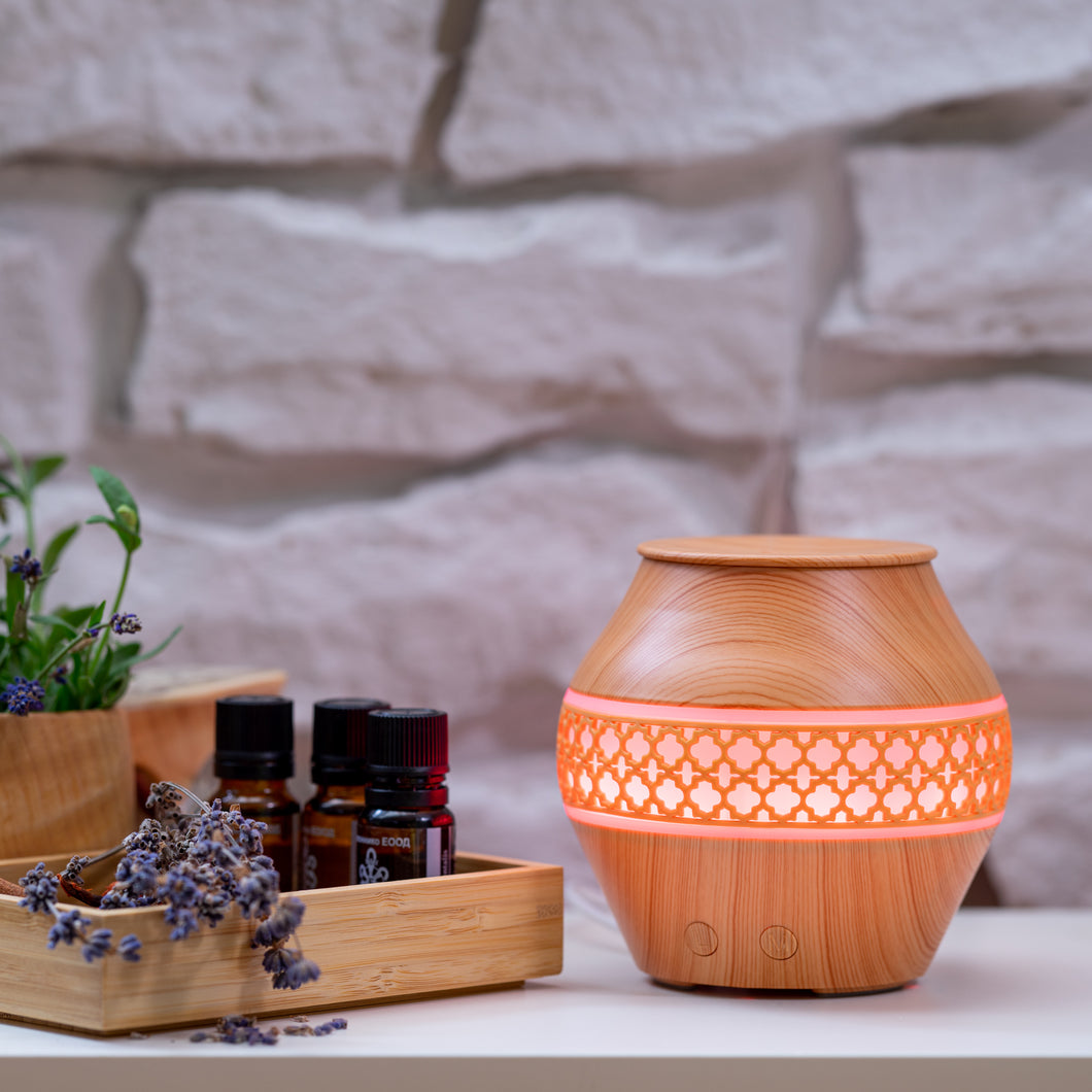 Small Light Wood Decorated Vase Diffuser