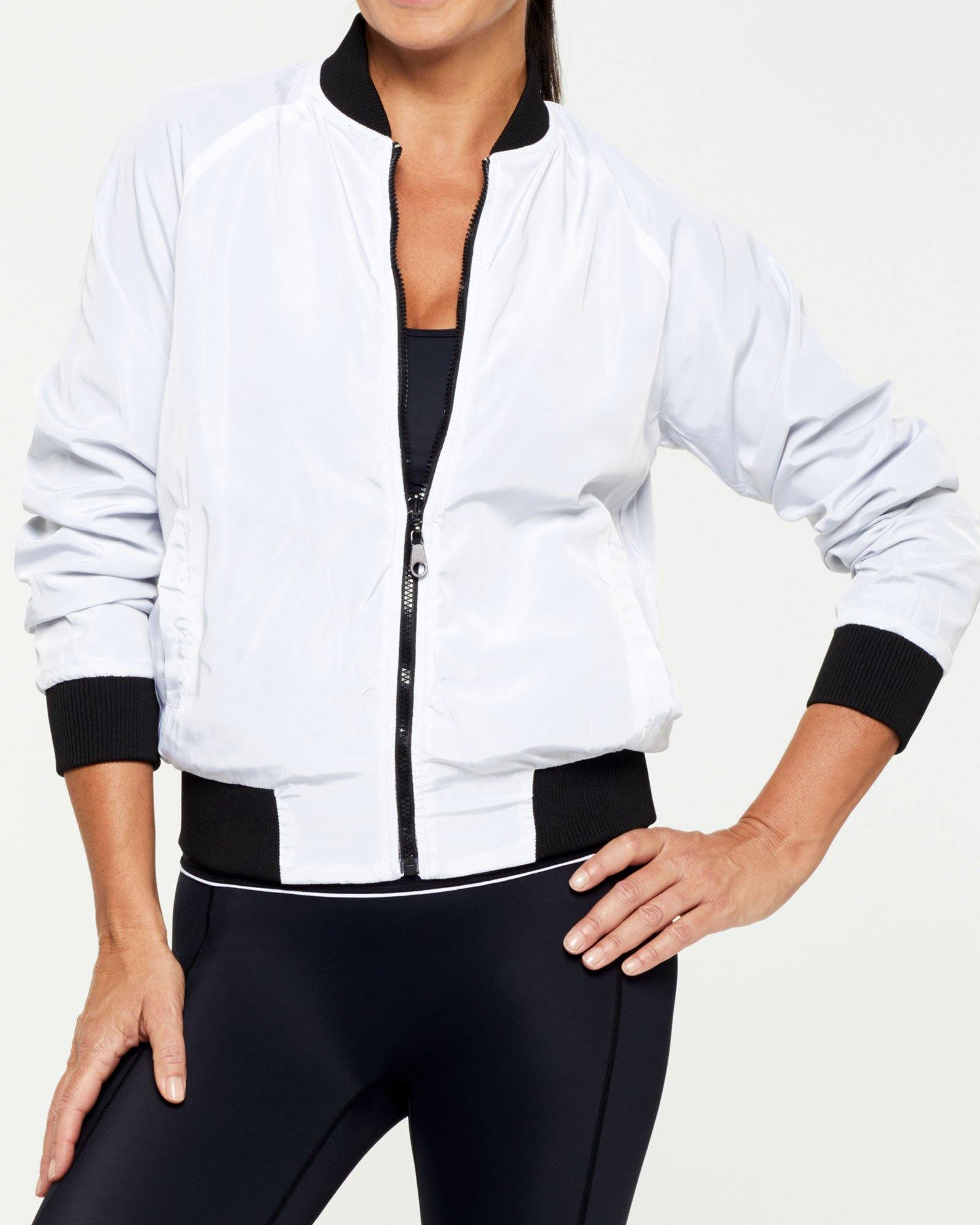 COMPANION PIKE REVERSIBLE JACKET, BLACK OUTER,  WHITE INNER, WORN WITH GRACILIS 7/8 LEGGING AND INFRASPINATUS ACTIVE TOP, WHITE FRONT VIEW