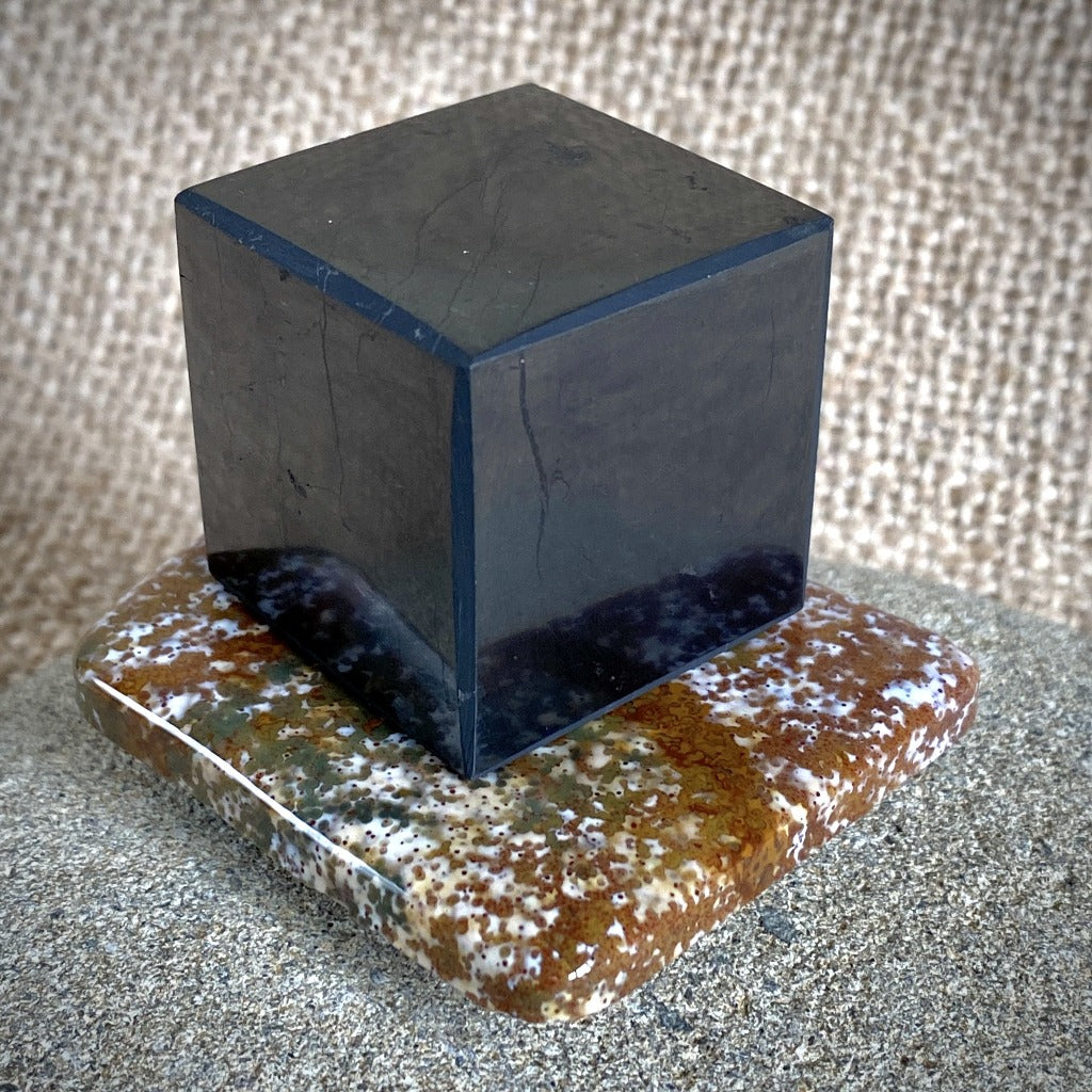 EMF Protective Black Shungite Cube on Bloodstone Slab - Shungite Queen