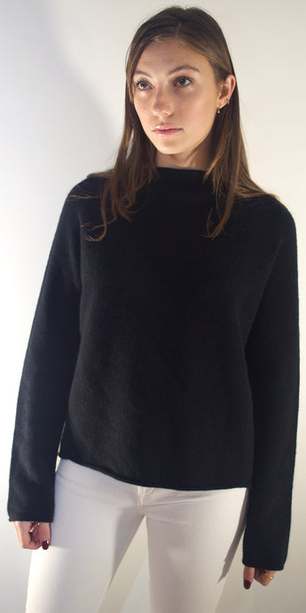 Mia Boat Neck Cashmere Jumper in Black