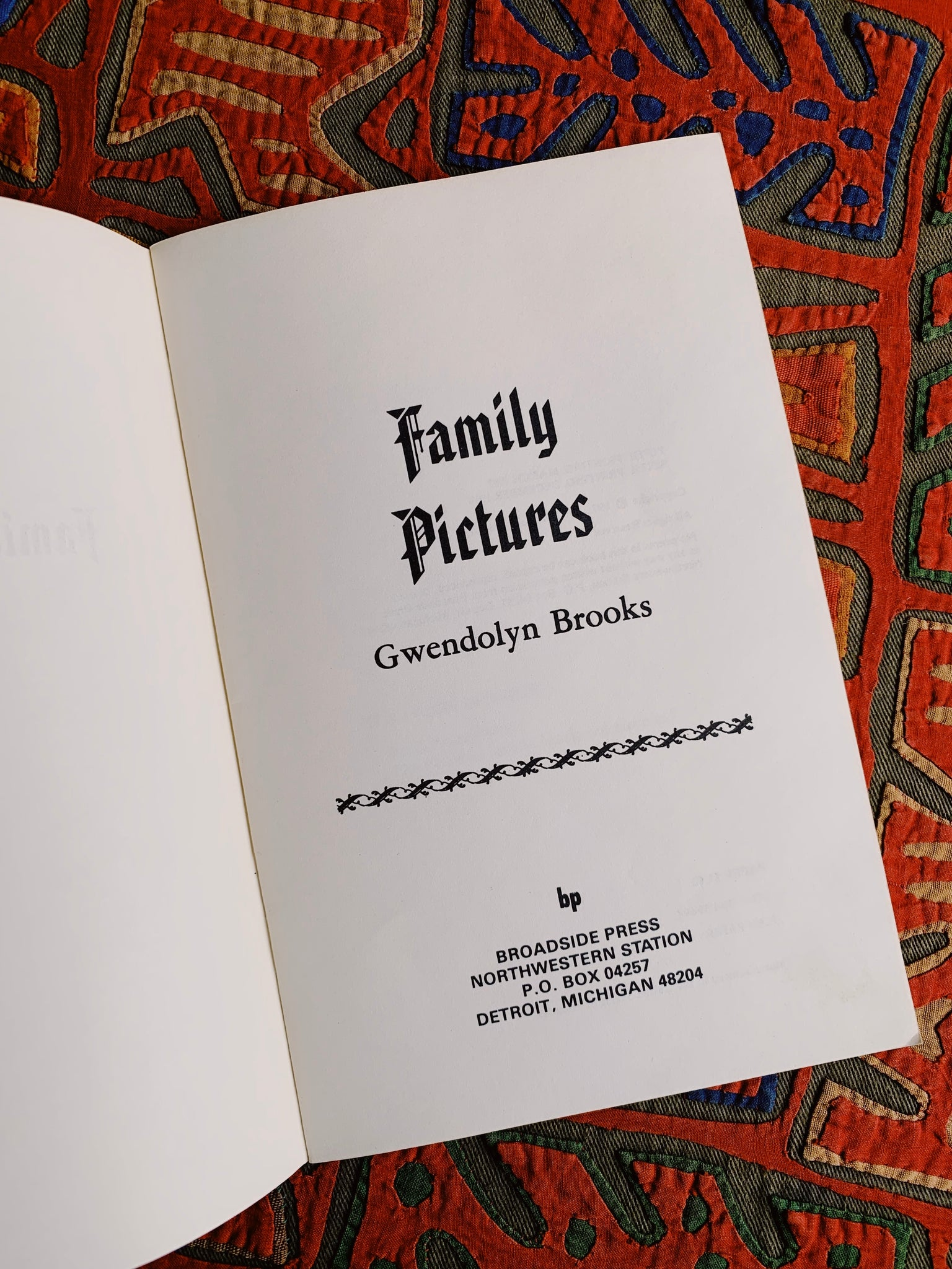 "Vintage Rare SIGNED Softcover ""Family Pictures"" by Gwendolyn Brooks (1989)"