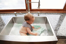 Load image into Gallery viewer, Warm Heart™ Bath Bib