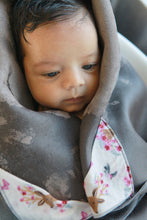 Warm Hug™ Bath Swaddle - Safely Grip, No-Slip, Cozy Comfort, Unique Baby Gift