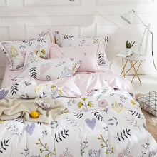 Load image into Gallery viewer, The Floral Heart Bed Set - Tapestry Girls