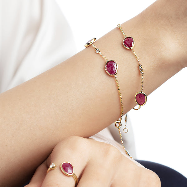 Precious Nina Bracelet in 18k yellow gold with Ruby stones and diamonds