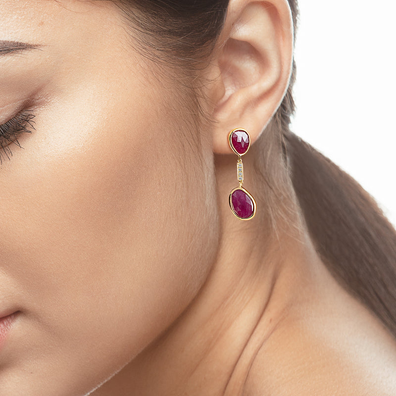 Precious Nina earrings in 18k yellow gold with Ruby stones and diamonds