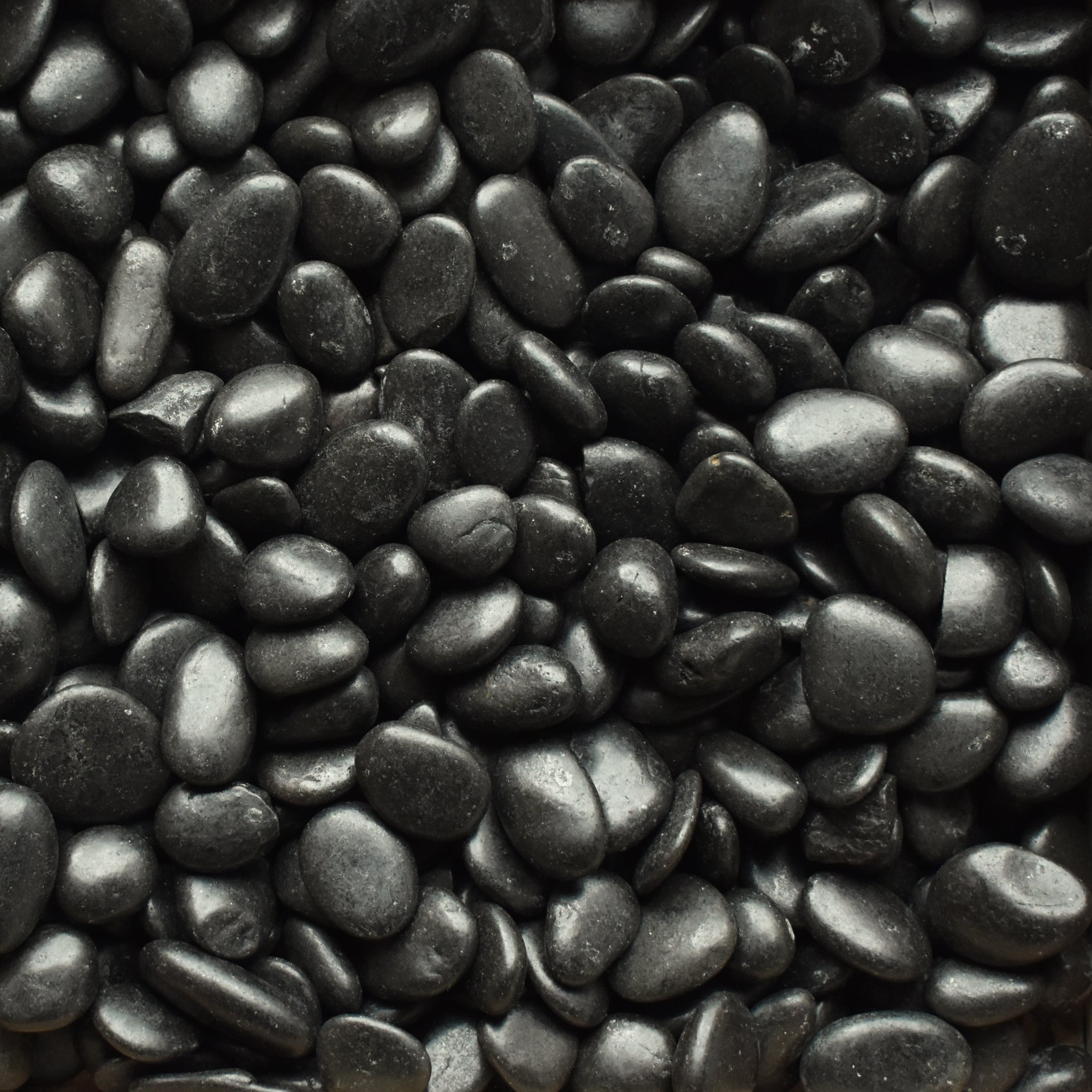 Polished Pebble - Black ¾ - 1½""