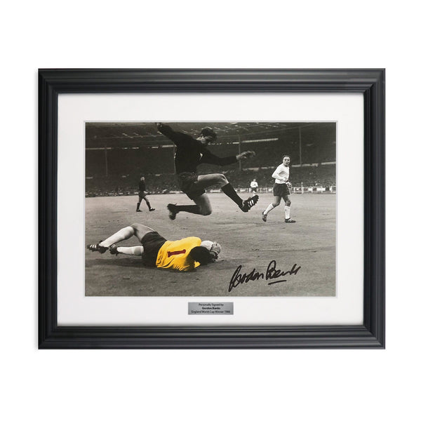 Gordon Banks Signed England Number 1