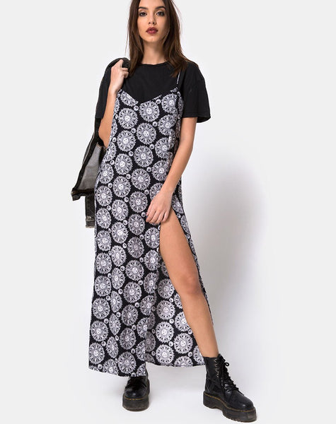Batis Maxi Dress in Sundial Black By Motel