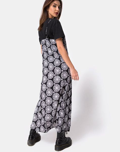Batis Dress in Sundial Black By Motel