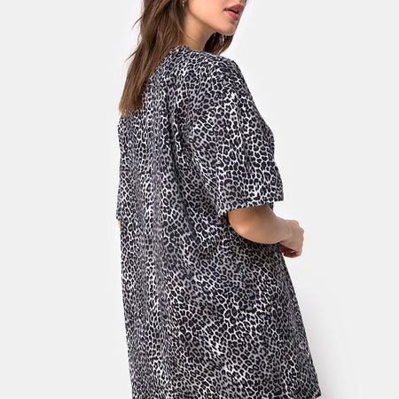Sunny Kiss Tee in Rar Leopard Grey by Motel
