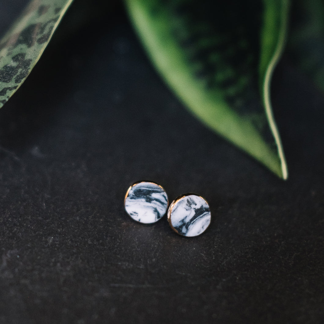 granite - black marbled studs