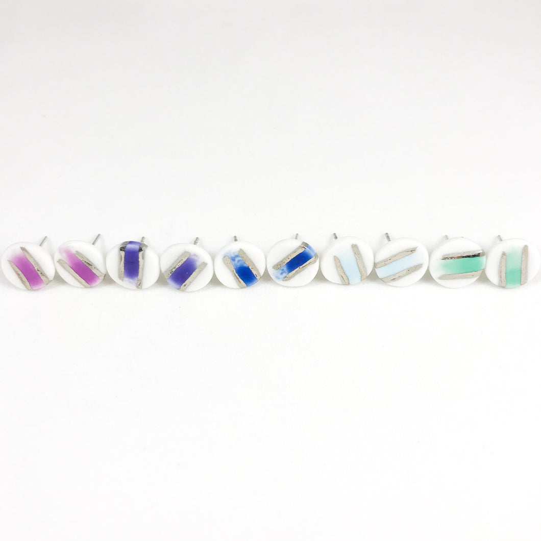 colorful brushed round studs - white gold