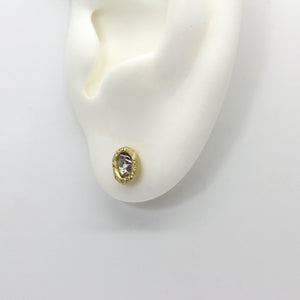 Rough diamond stud earrings in yellow gold by Tamara Gomez