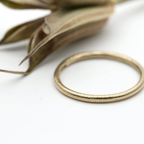 9ct yellow gold wedding ring 1.5mm wide