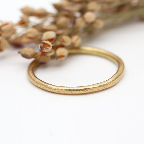18ct yellow gold wedding ring 1.5mm wide by Tamara Gomez