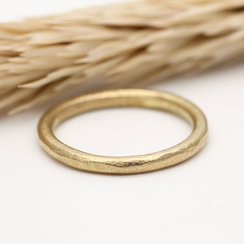 18ct yellow gold wedding ring 2mm wide by Tamara Gomez