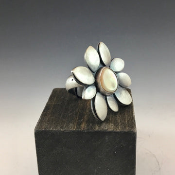 Bloom Ring - Mother of Pearl