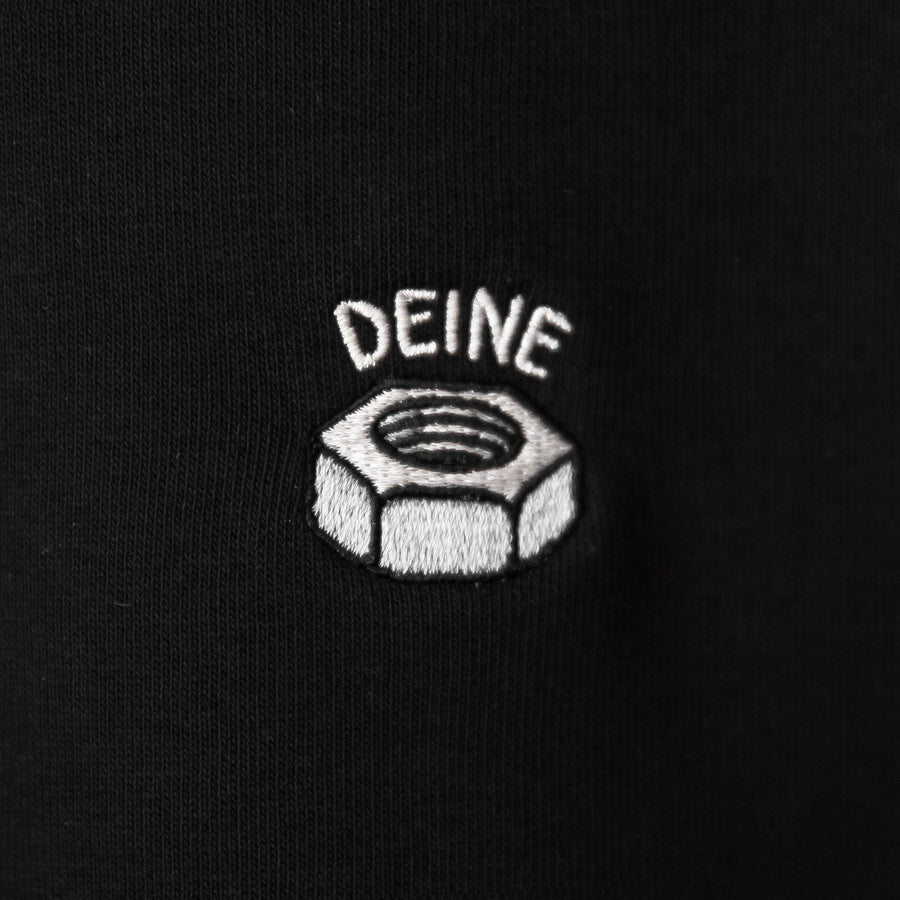 Deine Mutter Hoodie close up / Foto: Niklas Stadler / Laufhaus Clothing
