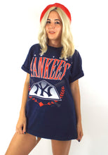 Load image into Gallery viewer, Vintage 90s Navy Blue Oversized New York Yankees Tee