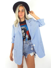 Load image into Gallery viewer, Vintage 80s Long White and Baby Blue Seersucker Blazer