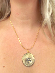 Vintage 70s Faux Gold Zodiac Sign Pendant Necklace - Capricorn