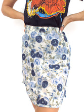 Load image into Gallery viewer, Vintage 90s High-Waist Blue Floral Print Mini Skirt -- Size 27