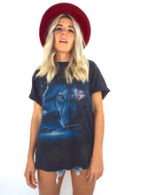 Load image into Gallery viewer, Vintage 90s Black and Blue Wolf Tee