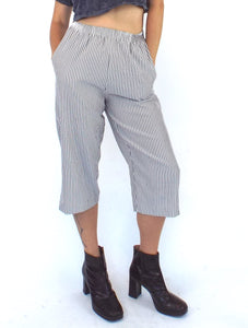 Vintage 80s Grey and White High-Waist Seersucker Gaucho Pants Size Small