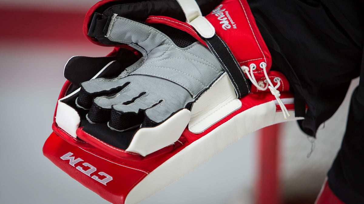 CCM Extreme Flex 2 Blocker palm close