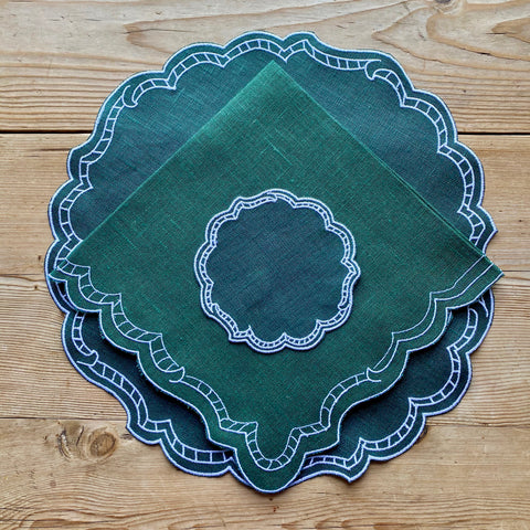 Ladder Linen Place Setting (Dark Green with White)