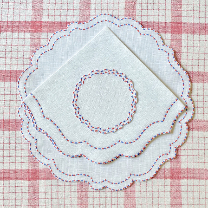 Scalloped Round Linen Place Setting